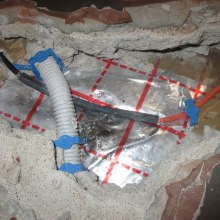 Another example of incorrect laying – the gooseneck has been placed across the connector, which prevented the sufficient flow of concrete over the connector and resulted in point overheating of the connector. Also, the cable is bent immediately after the connector